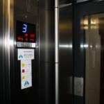Dettaglio su indicatore piano ascensore realizzato a Milano - 2