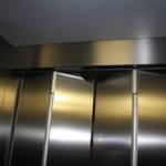 Dettaglio su porte a soffietto ascensore realizzato a Milano - 1