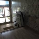 Dettaglio su montascala a pedana realizzato a Gallarate - foto 20