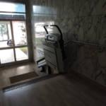 Dettaglio su montascala a pedana realizzato a Gallarate - foto 19