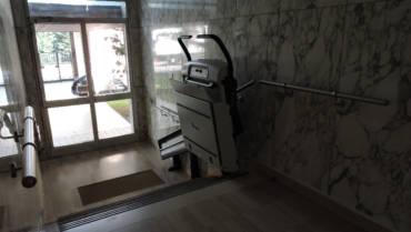 Installare un servoscale in condominio: focus sulla normativa
