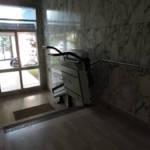Dettaglio su montascala a pedana realizzato a Gallarate - foto 18
