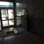 Dettaglio su servoscale a pedana realizzato a Gallarate - foto 15