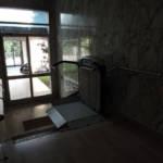 Dettaglio su servoscale a pedana realizzato a Gallarate - foto 14