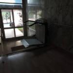 Dettaglio su servoscale a pedana realizzato a Gallarate - foto 12
