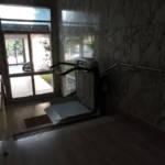 Dettaglio su montascale a pedana realizzato a Gallarate - foto 10