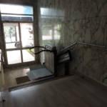 Dettaglio su montascale a pedana realizzato a Gallarate - foto 8