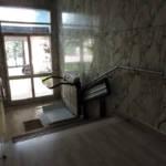 Dettaglio su montascale a pedana realizzato a Gallarate - foto 7