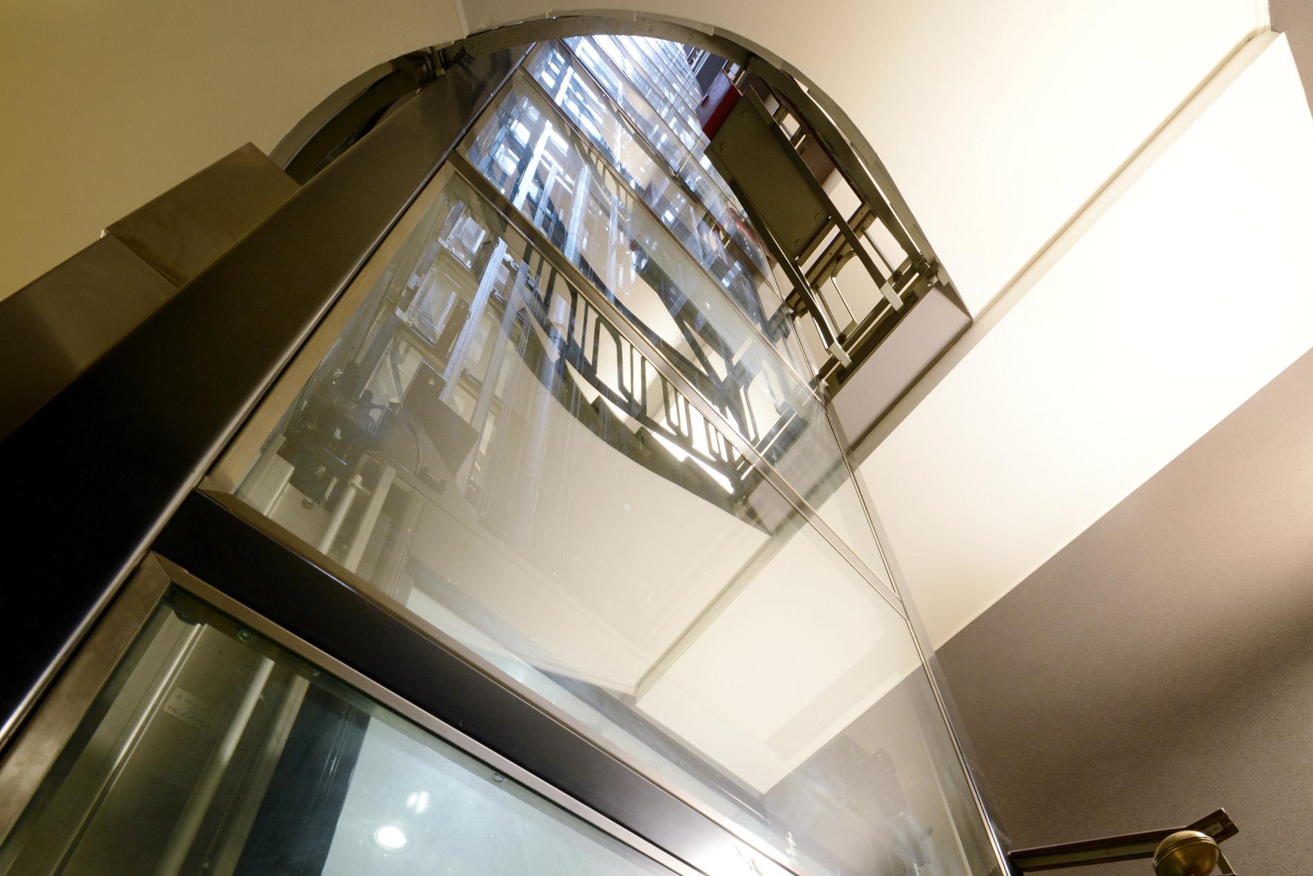 esempio ascensore in vano scala realizzato da Amca Elevatori