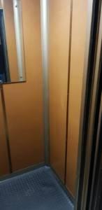 cabina ascensore prima della modernizzazione